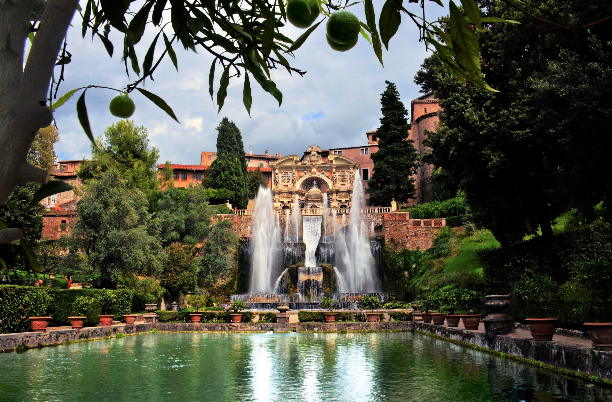 What distinguishes an Italian-Style Garden?